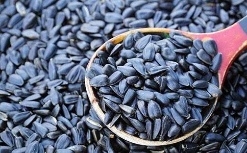 吃什么食物可以有助于睡眠葵花籽