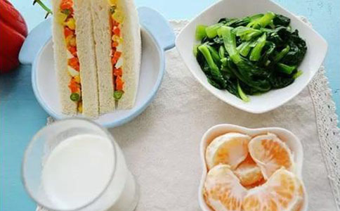 小学生营养早餐搭配含水果